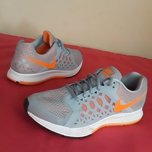 Women's Nike Grey Orange Size 7.5